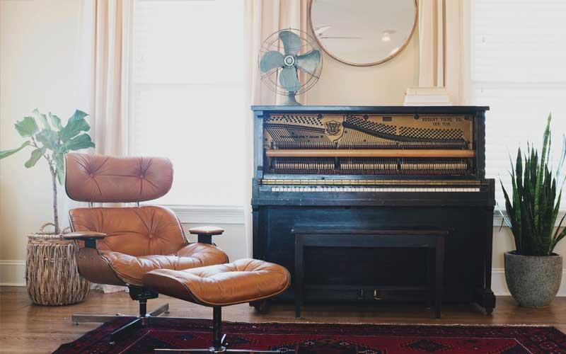 Sessel und Klavier